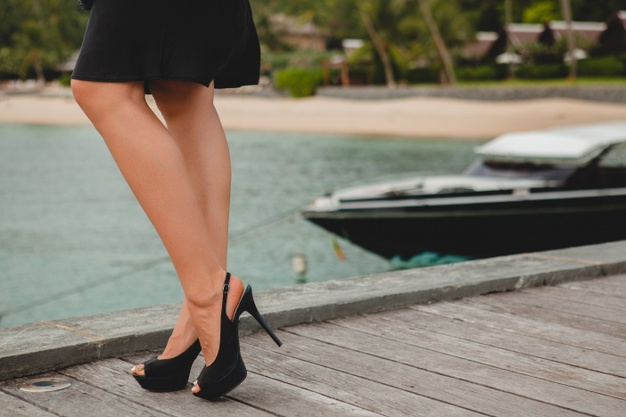 legs-high-heeled-black-shoes-luxury-sexy-attractive-woman-dressed-black-dress-posing-pier-luxury-resort-hotel-summer-vacation-tropical-beach_285396-6387